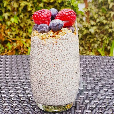 Chia pudding almondmilk healthy blueberry raspberry Healthy Lunch dessert Breakfast