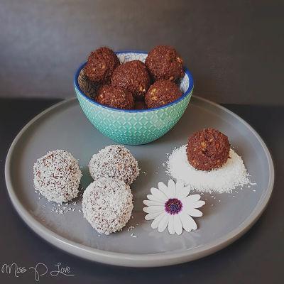 Protein Almond choco balls coconut Healthy Lunch dessert Breakfast