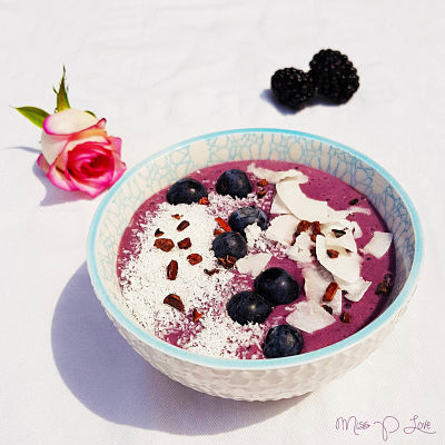 Iced Acaibowl Blueberries Raspberries Coconut