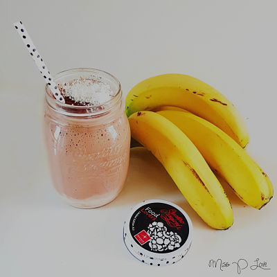 Protein banana chocolad milkshake Healthy Lunch dessert Breakfast drink