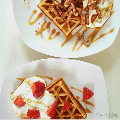 Protein Waffle Skyr Strawberry Apple Cinnamon Breakfast Lunch